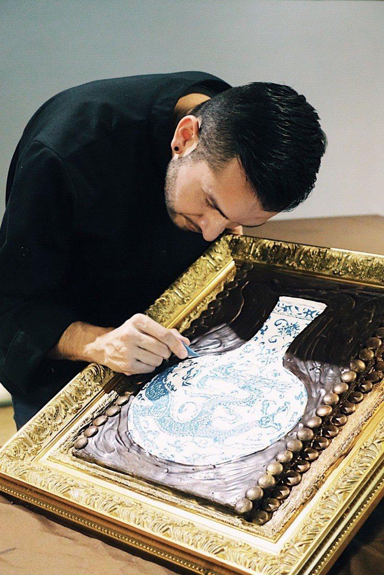 國際巧克力工藝師Sebastain用巧克力繪出故宮典藏名畫。記者沈佩臻/攝影