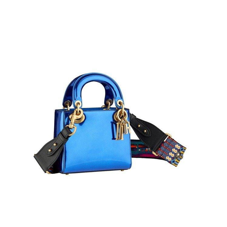 Lady Dior mini鏡面藍小羊皮鍊帶提包(寬背帶另購),售價11萬元。圖...