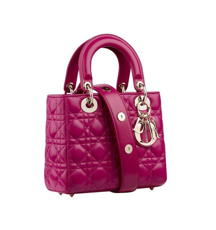 My Lady Dior幸運徽章背帶紫紅色籐格紋小羊皮肩背提包,售價12萬元。圖...