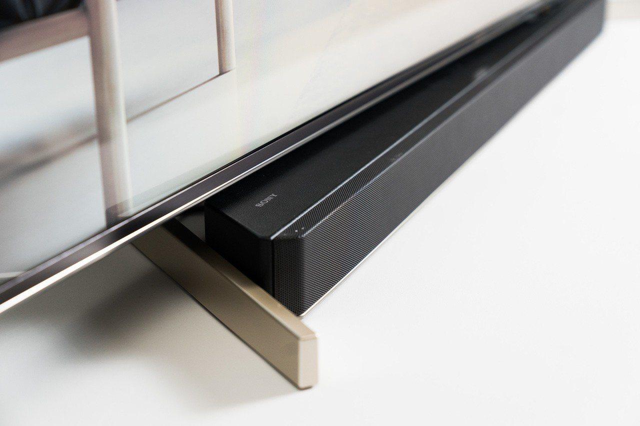 Sony BRAVIA X9000F系列機身設計採用柔性極簡主義概念,可完美兼容...