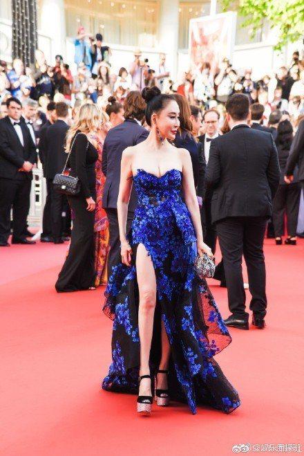 大陸時尚部落客邢小红在坎城紅毯引起熱議。圖/摘自微博