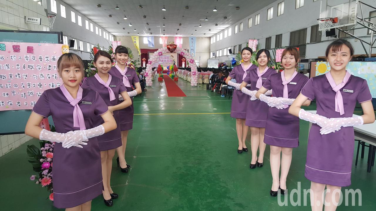 加冠典禮會場安排仁德親善大使迎賓。記者胡蓬生/攝影