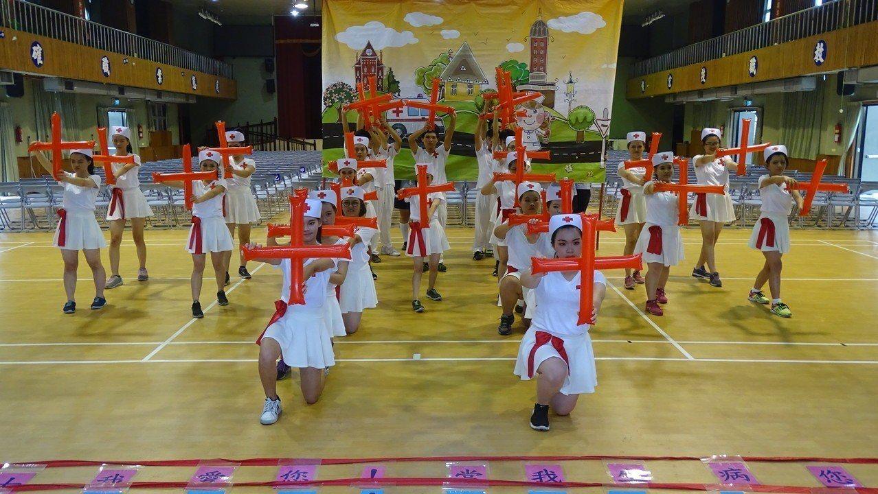 國立員林家商綜職科學生以「五月天小護士」為主題,參加第18屆台灣中南區心智障礙啦...