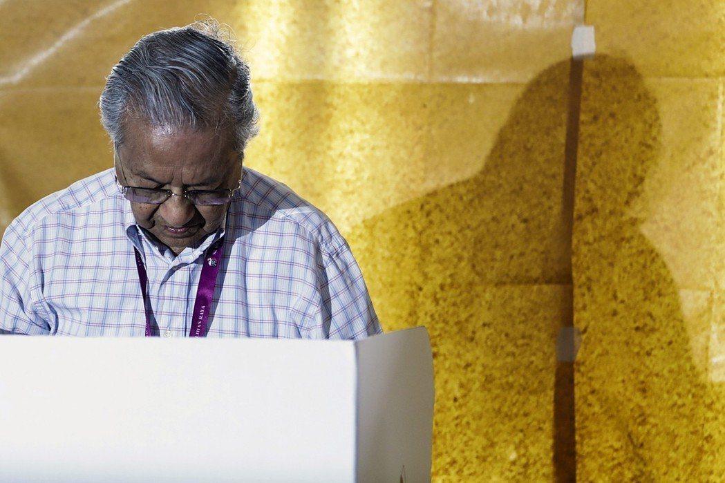 馬來西亞大選結果出爐,現任首相納吉表示,接受「人民的判決」。 歐新社