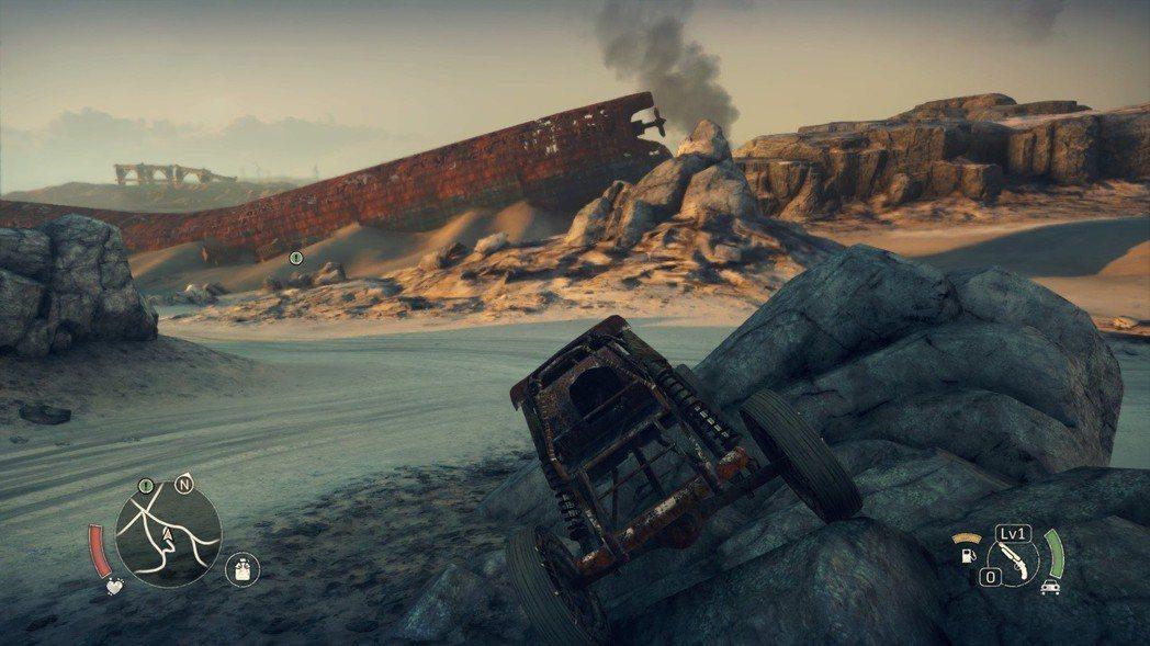 不然就開在岩石上,還好卡住時油門用力催一下就可以了。