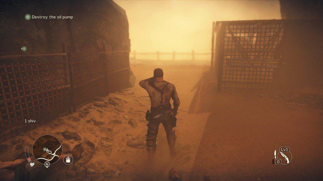 戰鬥時還剛好遇到沙塵暴,特效很酷!