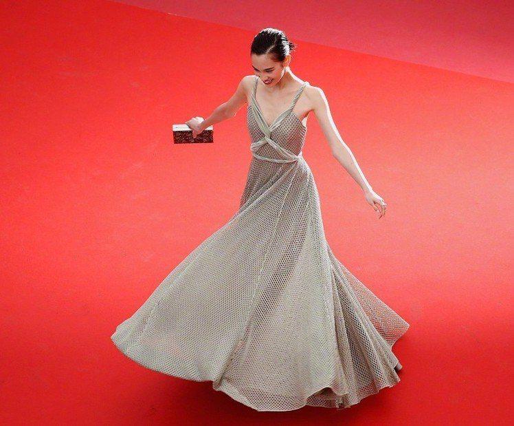 水原希子遭批評在紅毯逗留太久。圖/擷自微博