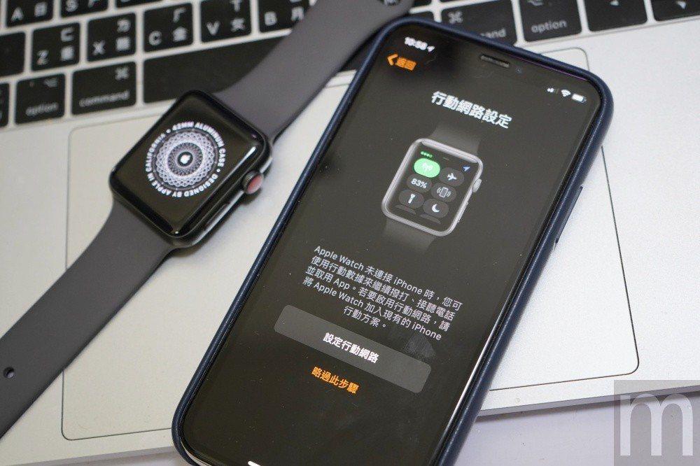 透過eSIM形式的連網功能,基本上可以在配對過程中完成申請,或是後續在iPhon...
