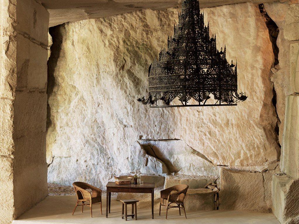 客廳裡豪華大吊燈來自緬甸。