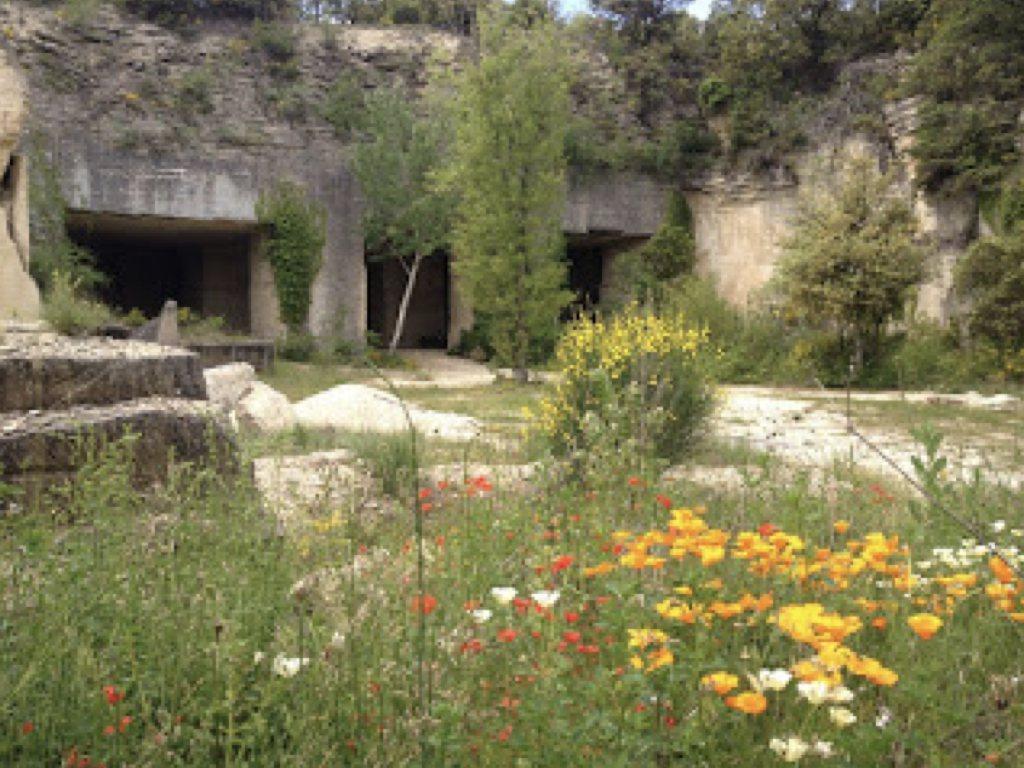 由廢棄採石場打造成的獨特現代洞穴住居。
