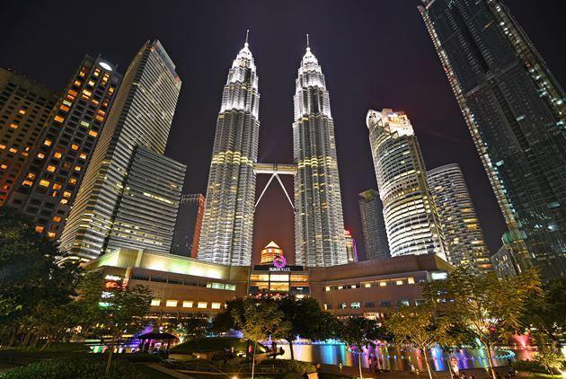 提升基礎建設是馬來西亞邁向高收入國家的關鍵之一。(圖為首都吉隆坡的雙子星塔)