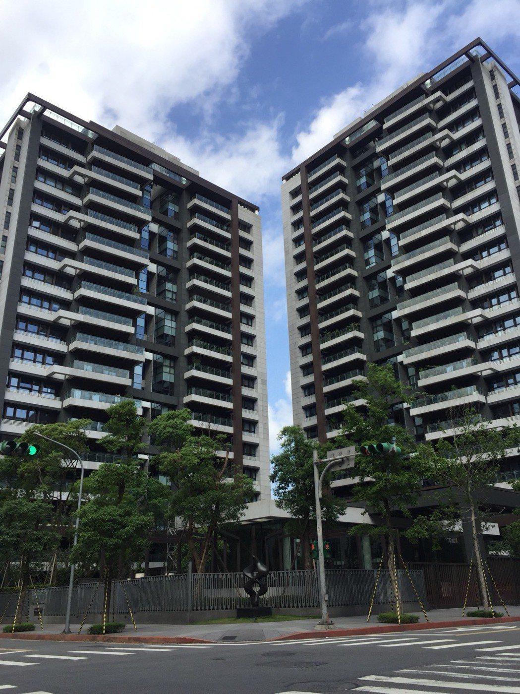 台北南港唯一未出現筆筆賠售的大坪數豪宅「大同璽苑」。圖/台灣房屋提供