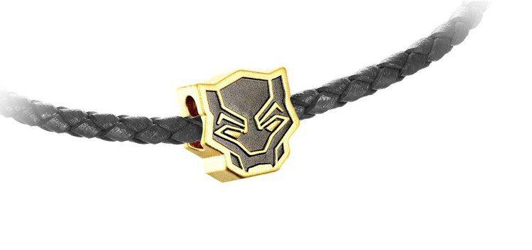 周大福「Marvel」系列黑豹黃金串飾//吊墜(附手繩),5,700元起。圖/周...