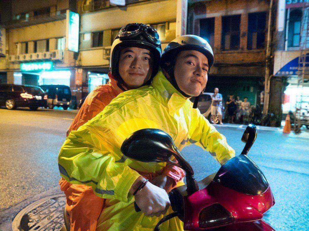 楊銘威(右)楊海威兄弟檔聯手演出。圖/緯來電影台提供