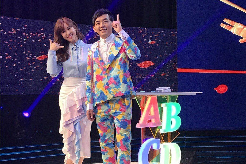 黃子佼(右)跟吳姍儒做新節目,有一種隔代傳承的感覺。記者葉君遠/攝影