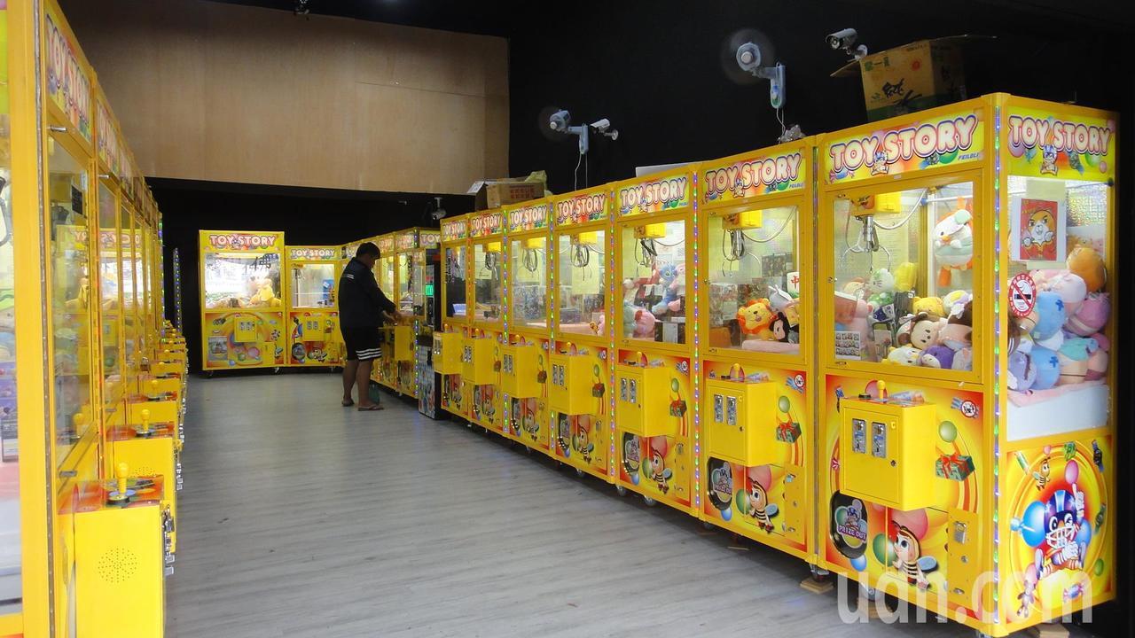 一年之內,全台夾娃娃店爆增3,302間,成長了4.02倍,其中又以新竹市成長最快...