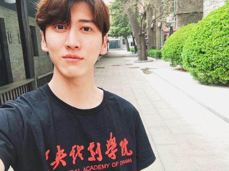 孫沁岳到到北京中央戲劇學院進修。圖/周子娛樂提供