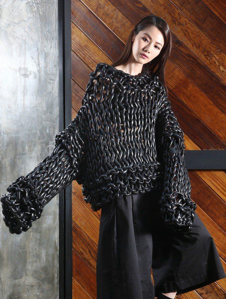 7月份將上市的二宮啟(Kei Ninomiya)系列用針織手法重塑羽絨材質。圖/...