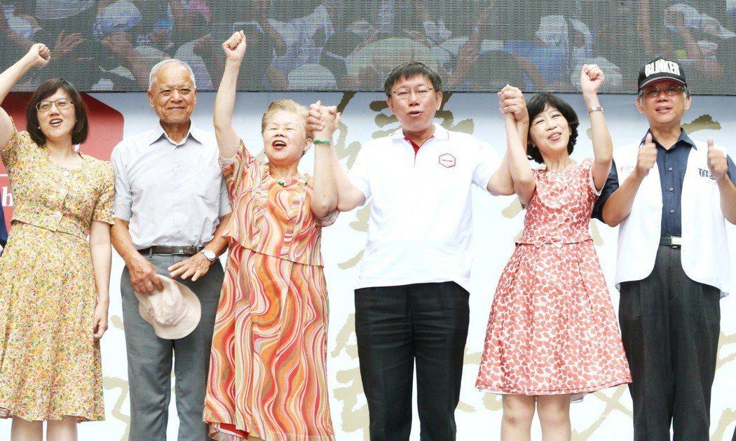 2014年台北市長選舉時,國民黨暗諷陳佩琪(右二)會是第二個亂政的吳淑珍,柯媽何...
