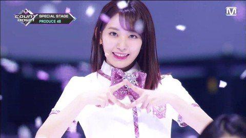 由韓國Mnet電視台所製播的選秀節目《Produce 101》,最一季節目《Prrduce 48》將在6月15日開播,不過10日已率先公開96位練習生,演唱主題曲「Pick Me」的影片,不少韓粉馬...