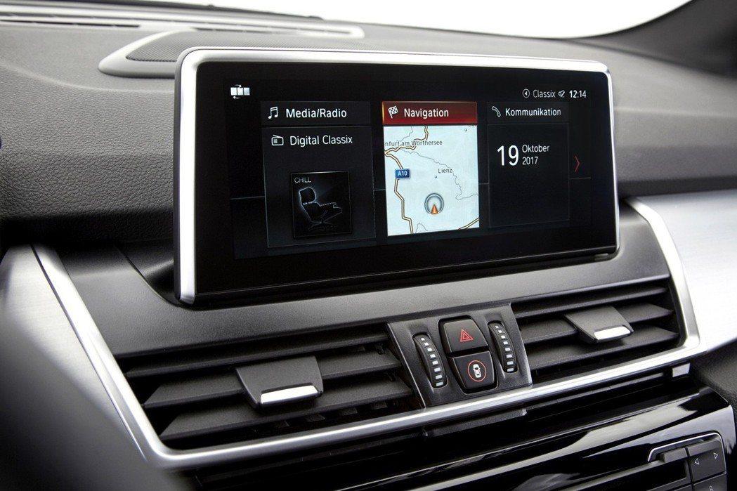 全新BMW iDrive介面(ID6)與10.25吋觸控螢幕。 圖/汎德提供