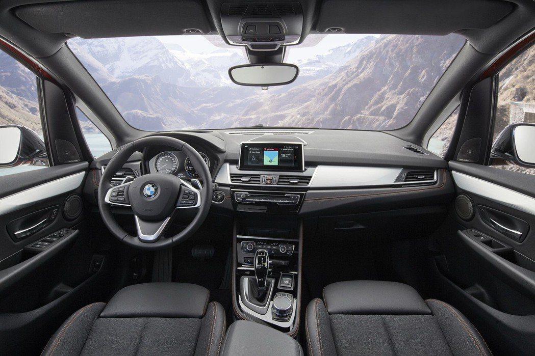 全新BMW 2系列Active Tourer 內裝。 圖/汎德提供