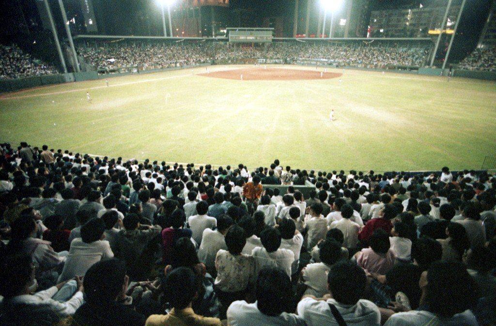 職棒元年總冠軍爭霸戰,地點在台北市立棒球場。