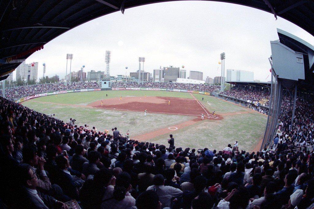 1990年,職棒元年的老台北市立球場。 圖/聯合報系資料照