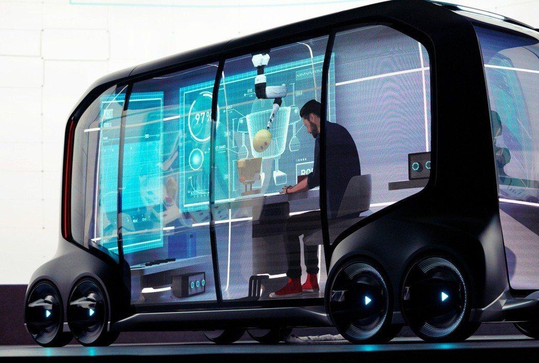 駕車會變成互聯網的一環,運輸只是最基本功能,會有諸如行動會議室、咖啡廳、零售等商...