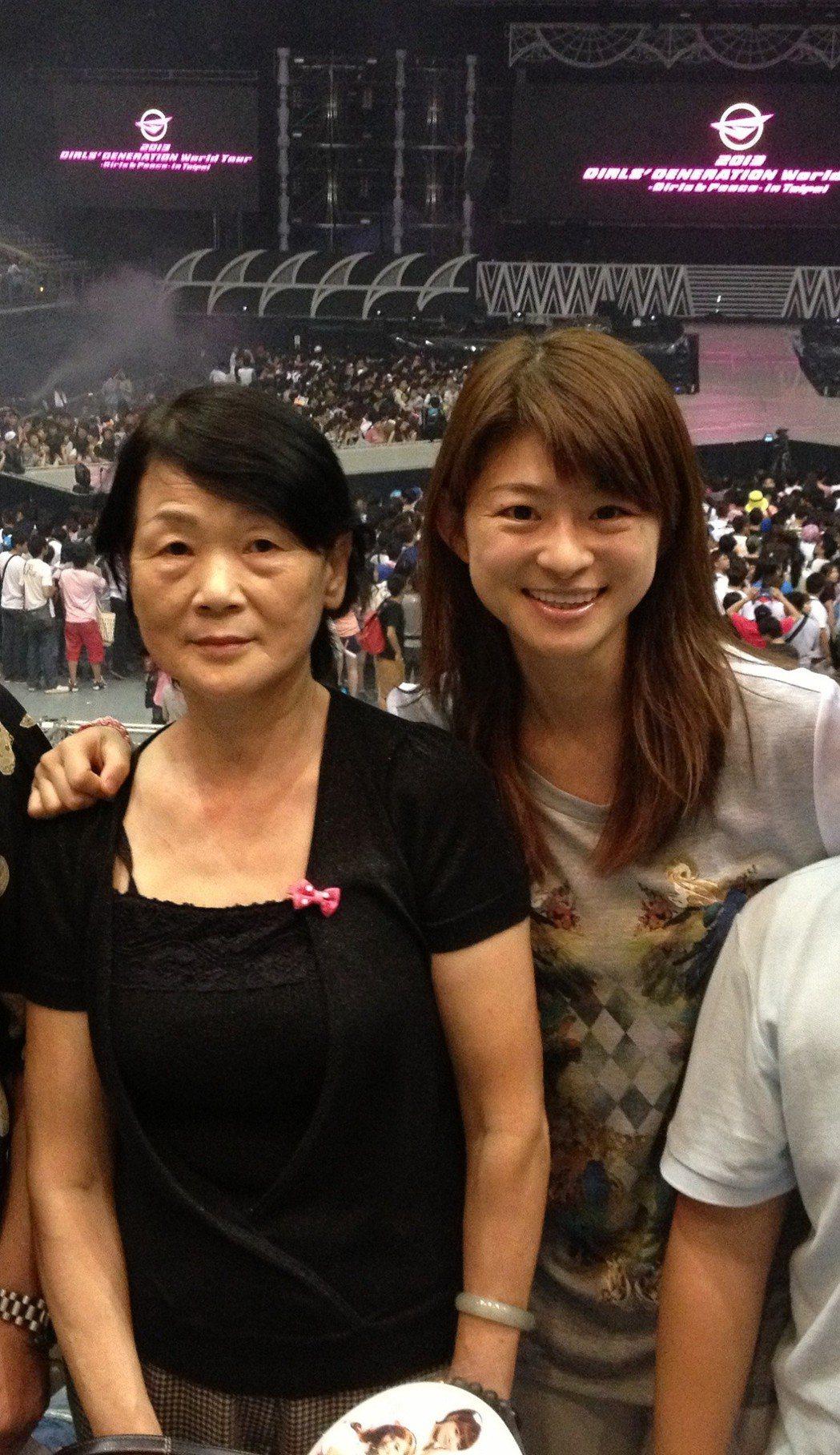 蘇宗怡和母親。圖/TVBS提供