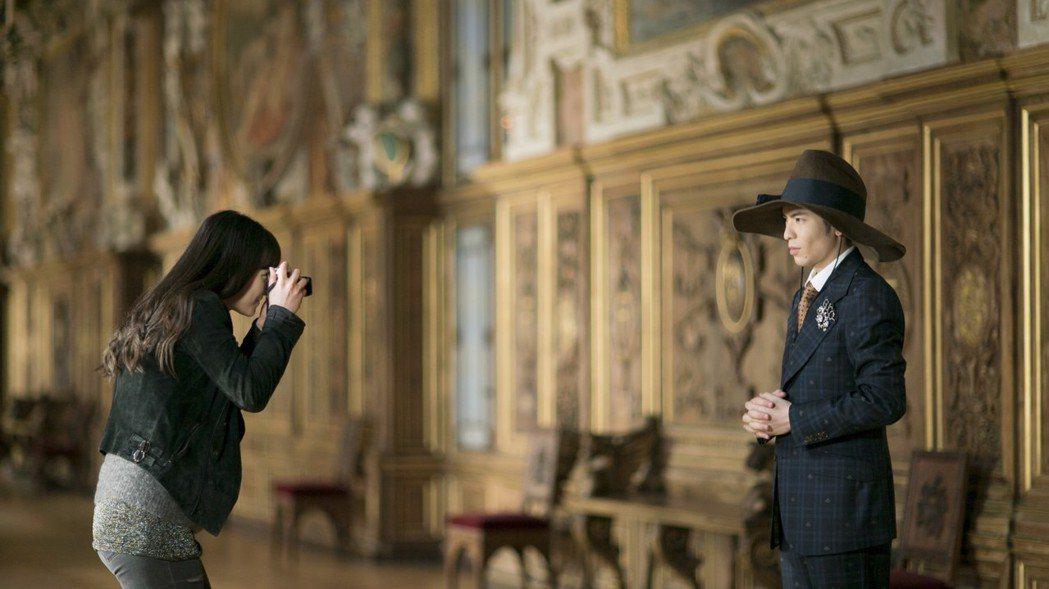 蕭敬騰新歌MV於巴黎楓丹白露宮取景。圖/華納提供