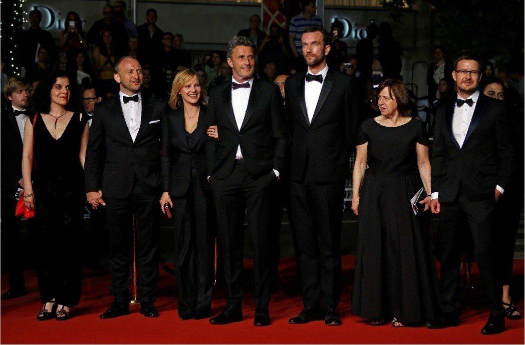 「冷戰」導演和演員們一起走上坎城影展紅地毯。圖/路透