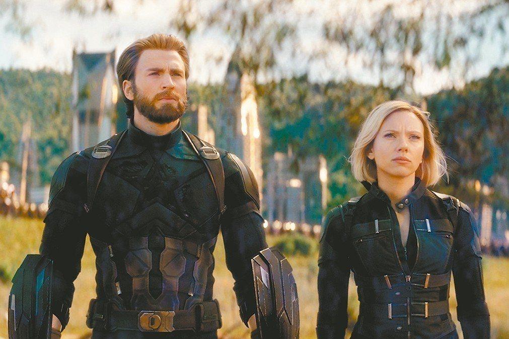 美國隊長(左)與黑寡婦在「復仇者聯盟:無限之戰」戲分連前10名都排不上。 圖/摘...