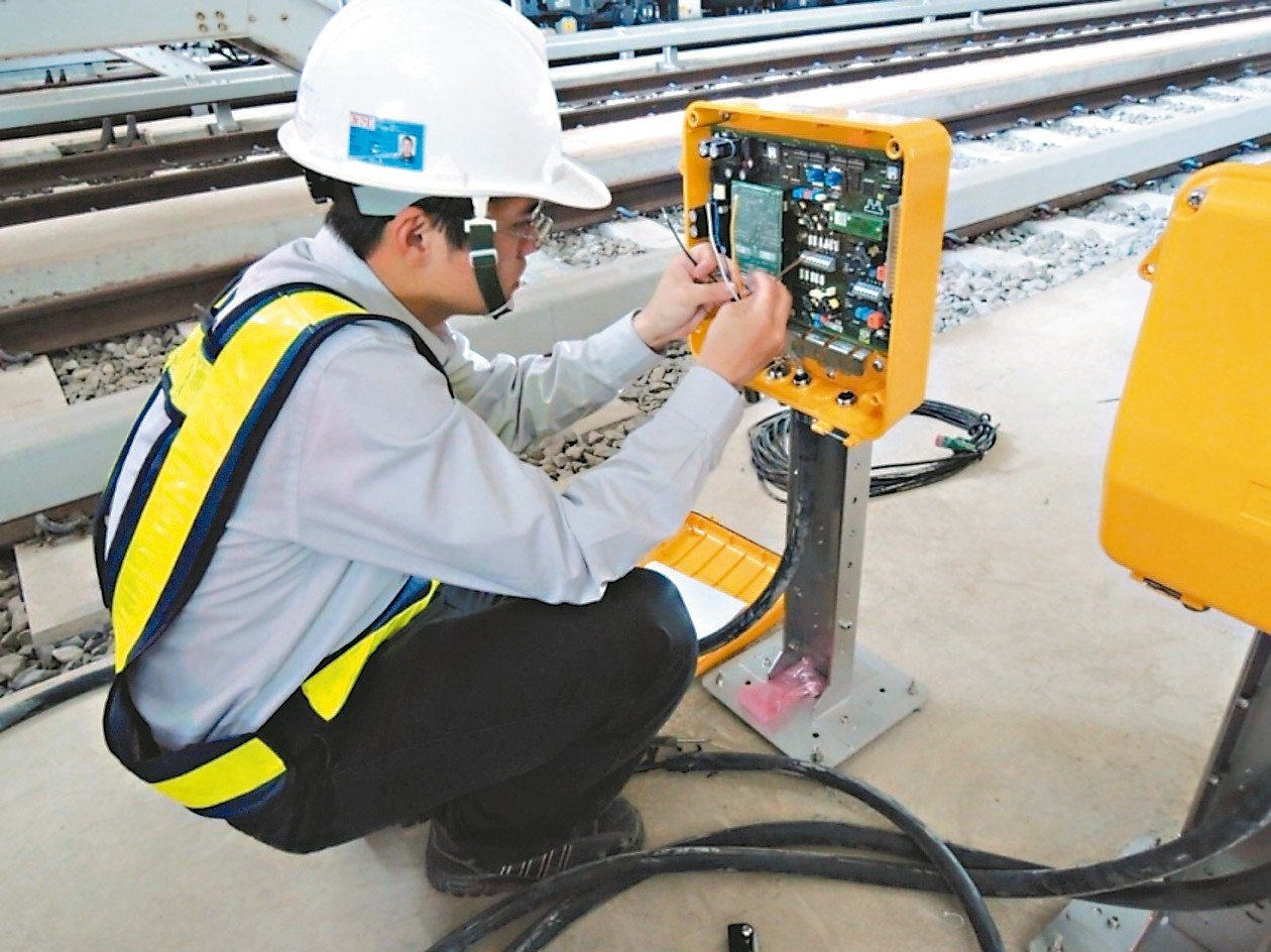 桃園捷運今年二度招考,開缺127人,起薪最高70K。 圖/桃捷公司提供