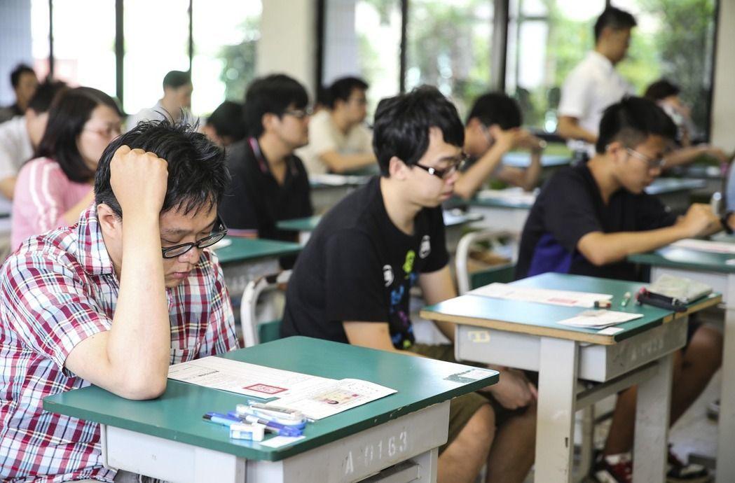 考選部分析,今年初等考試報考及到考人數都創下史上新低。 圖/聯合報系資料照片