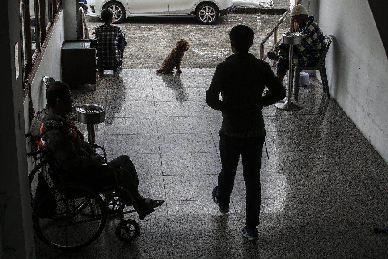 養護機構拒收,大部分失能失智的愛滋感染者無處可安置。 記者楊萬雲/攝影
