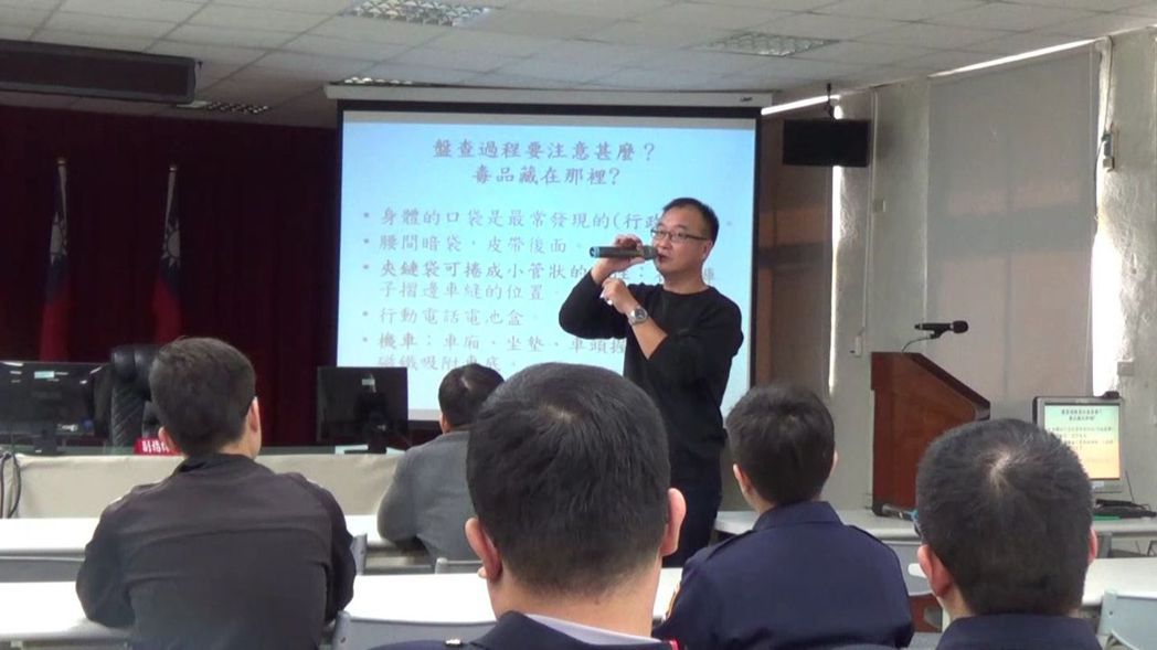 台南市警局三分局首開風氣自辦「街頭戰警講習班」,第一波由「緝毒達人」傳授毒品查緝...