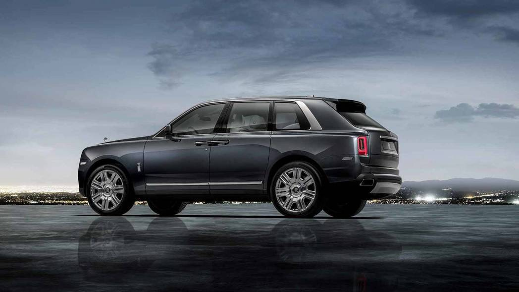 Rolls-Royce Cullinan車身尺碼為長5,341mm X 寬2,164mm X 高1,835mm,軸距則為3,295mm。 摘自Rolls-Royce