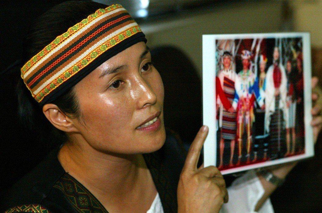 2004年,立委高金素梅對副總統呂秀蓮一連串對原民失言、和要張惠妹選邊站的發言不...