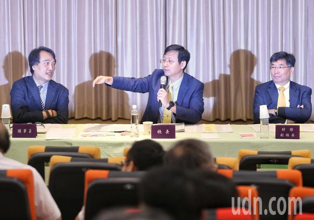郭大維(中)主持會議。記者鄭清元/攝影