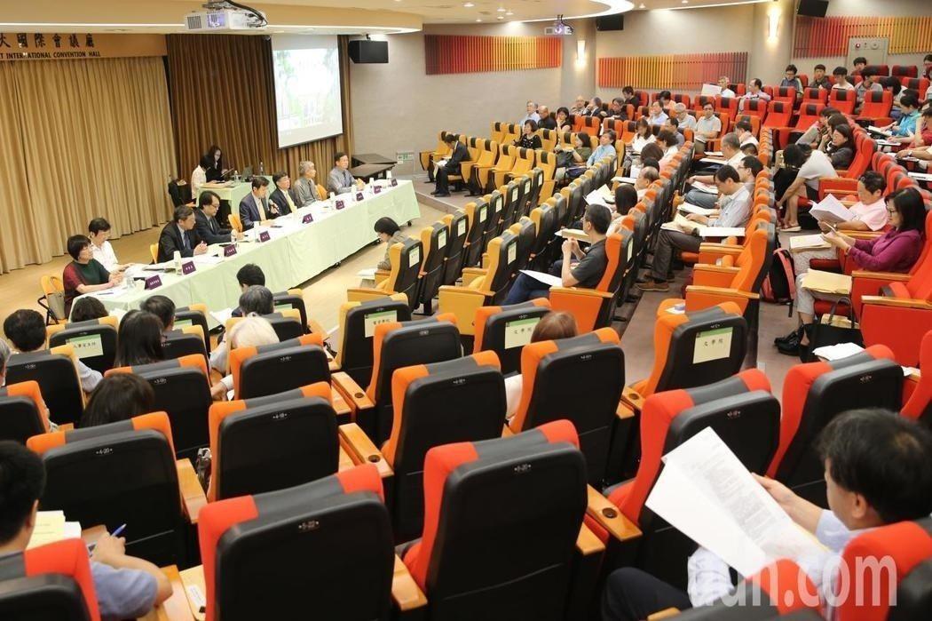 台大今天舉行臨時校務會議。記者鄭清元/攝影