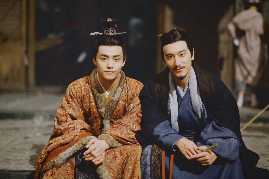 王陽明(右)演出古裝戲  圖/帝國娛樂提供