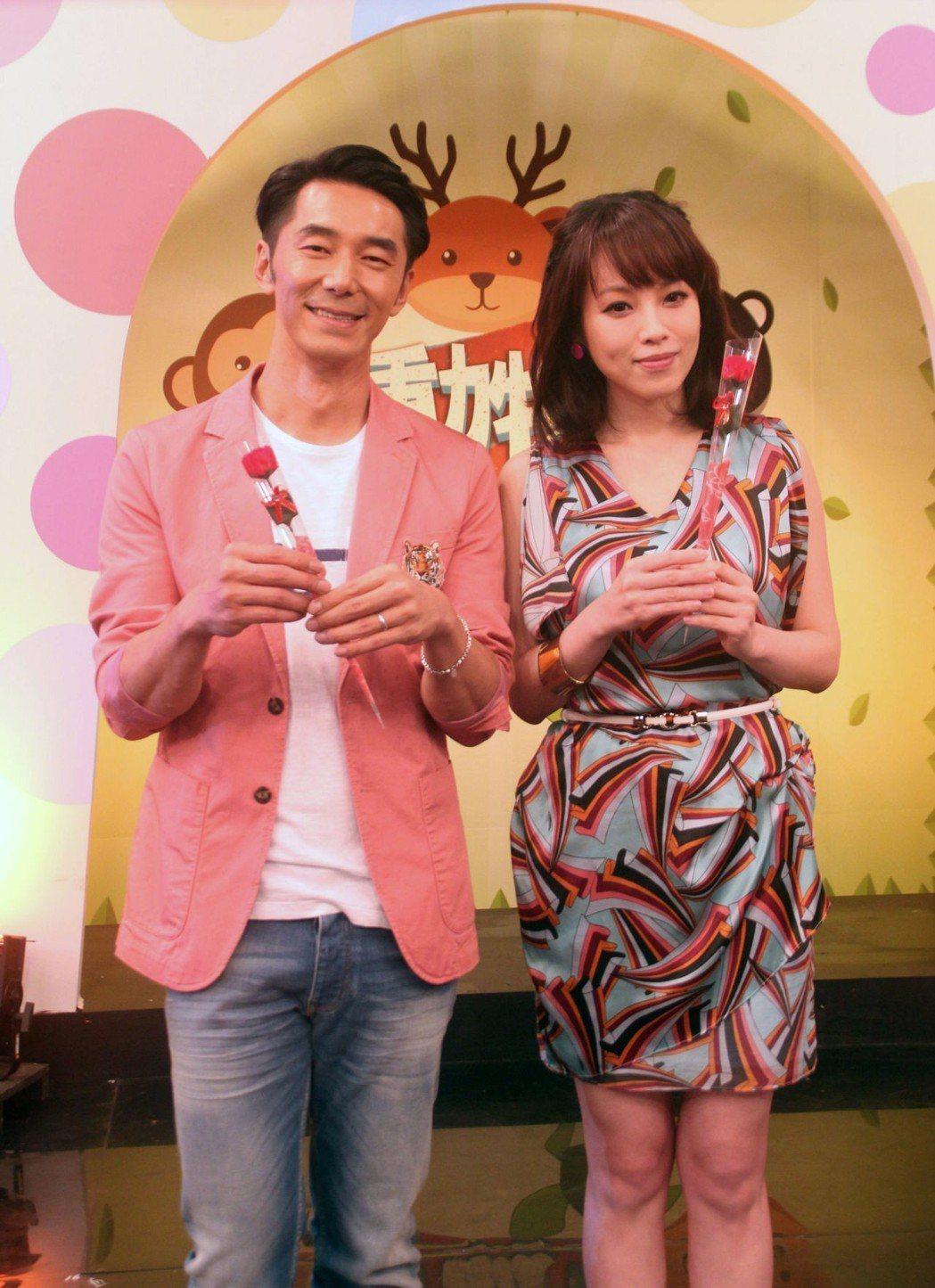 李李仁和朱蕾安搭檔主持。圖/年代MUCH台提供