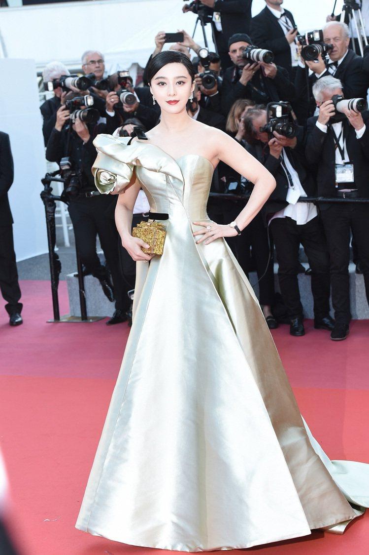 范冰冰走《江湖兒女》首映紅毯,配戴De Beers鑽石珠寶和萬寶龍鑽表。圖/ D...