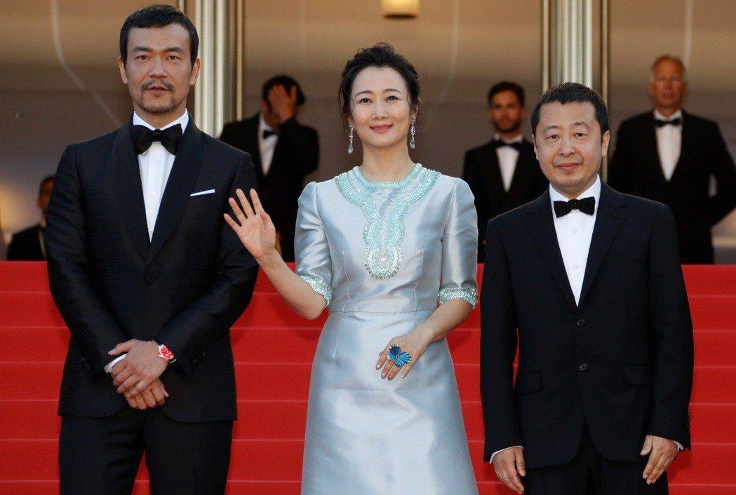 廖凡(左起)、趙濤、賈樟柯出席「江湖兒女」坎城首映。(路透)