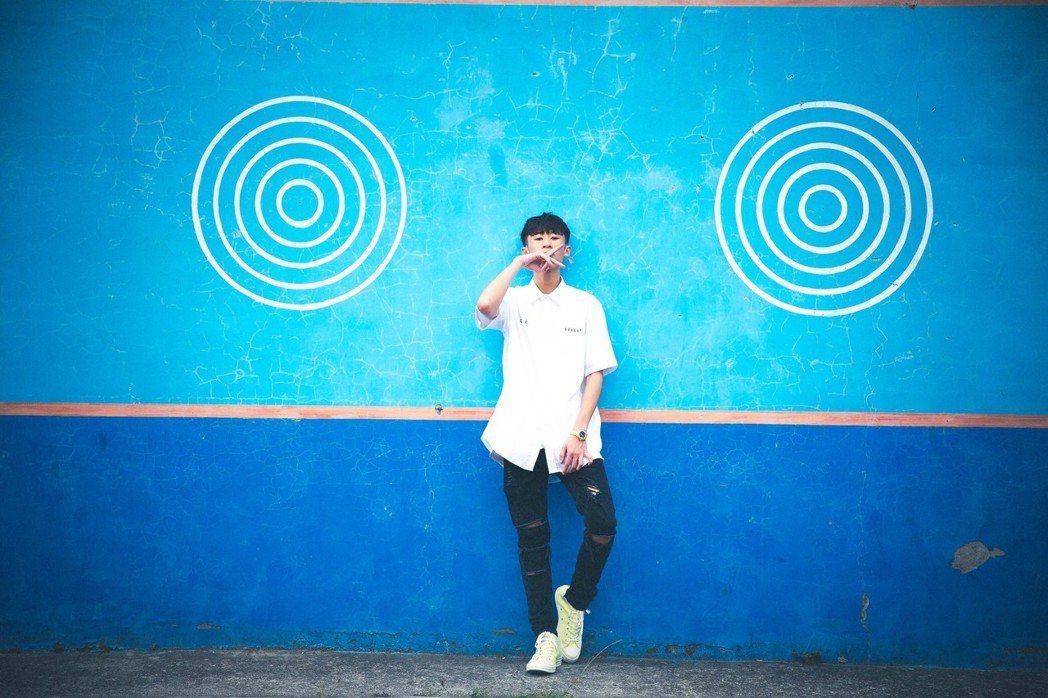 新人「艾文同學」推出首支單曲「不想上課」。圖/混血兒娛樂提供