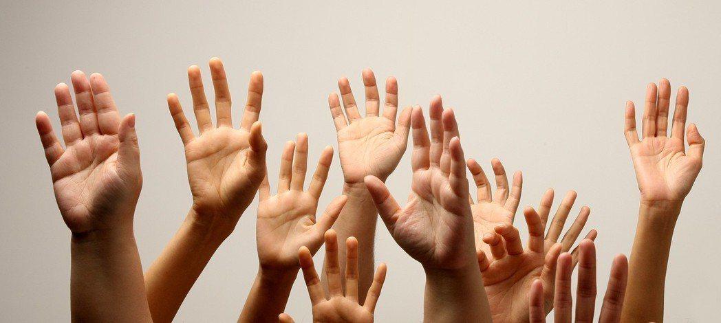 手掌、皮膚紋理、指甲與顏色,都有助預測身體潛在的不足和健康情況;僅僅是手,就至少...