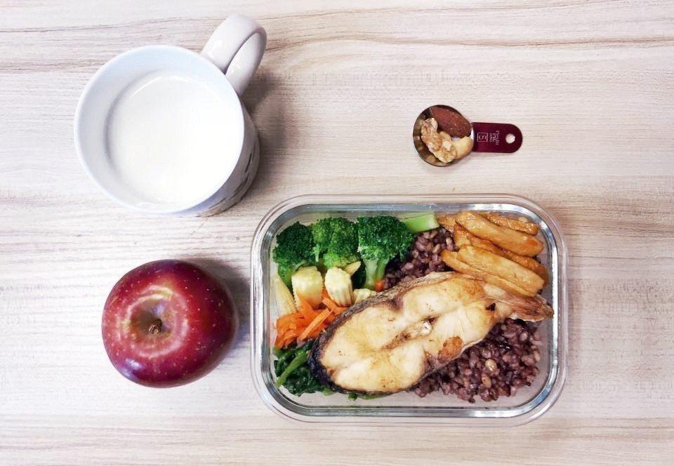 掌握「我的餐盤」飲食比例原則,不管是用餐盤或便當,方形或圓形,都能把營養裝好裝滿...