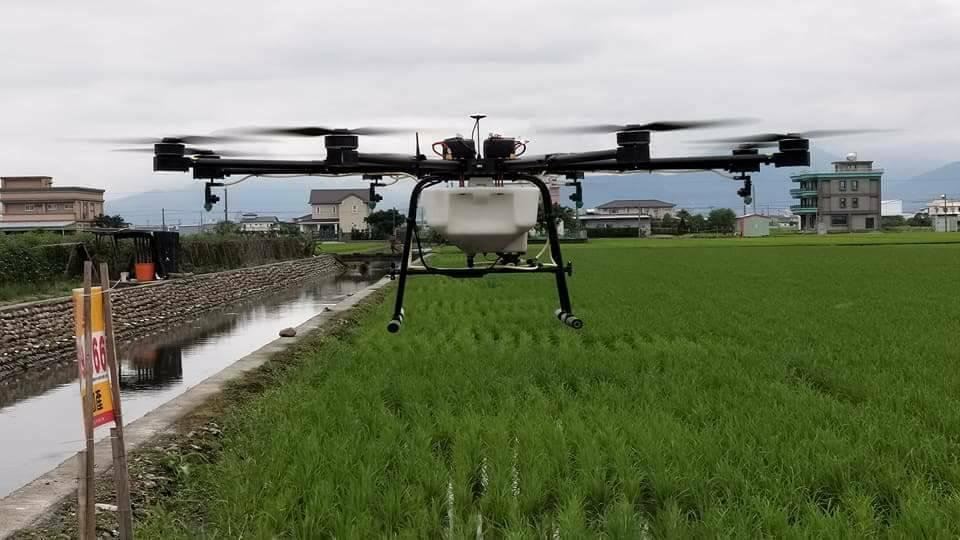 空拍機除空拍外,還被用來噴農藥,可說運用無極限。 圖/莊朝明提供
