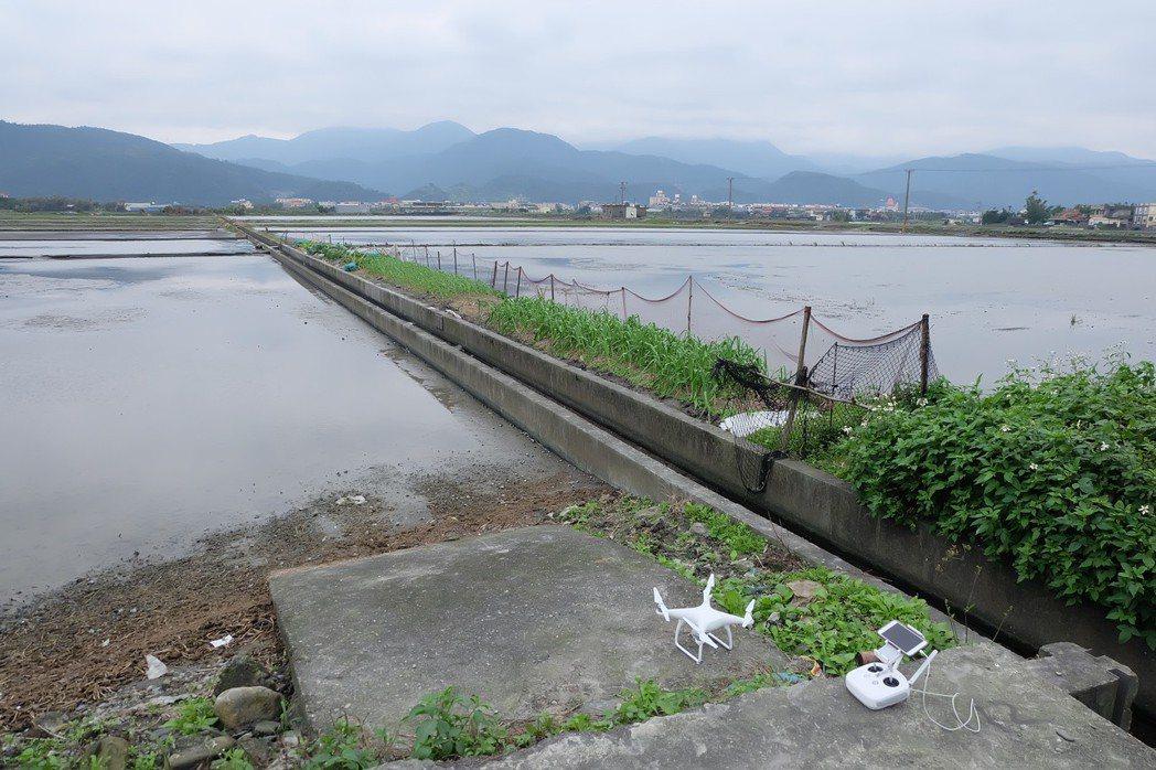 空拍機還被用來巡河防汛、查山林盜墾,甚至拋釣魚線。 記者張芮瑜/攝影